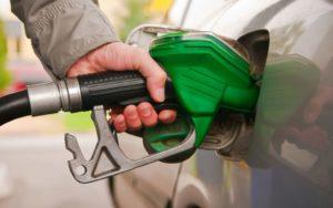 तीन पेट्रोल पम्पलाई कारवाही